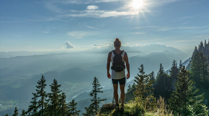 Felix Lindberg ist Experte, wie man nur mit Handgepäck auf Reisen geht